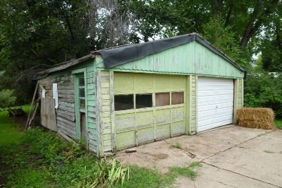 Unreserved Living Estate Auction Image